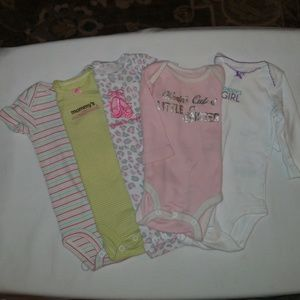 💟💗Carter's Bundle of 5 Onesies Size 3 months.